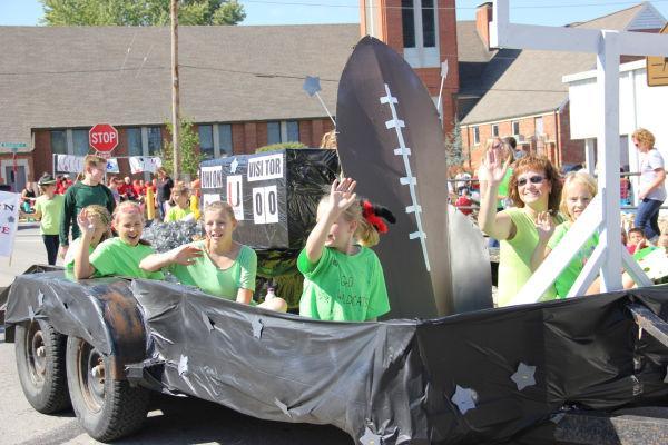 025 UHS Homecoming parade 2013.jpg