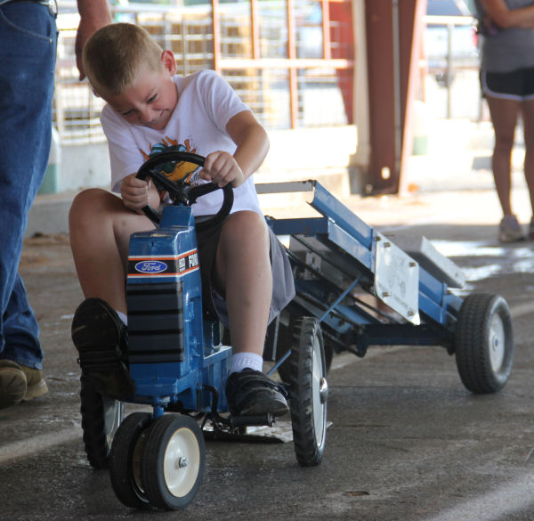 026 Pedal Tractor Pull 2013.jpg