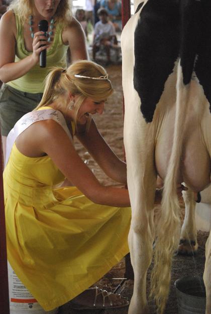Milking Contest TC Fair 009.jpg