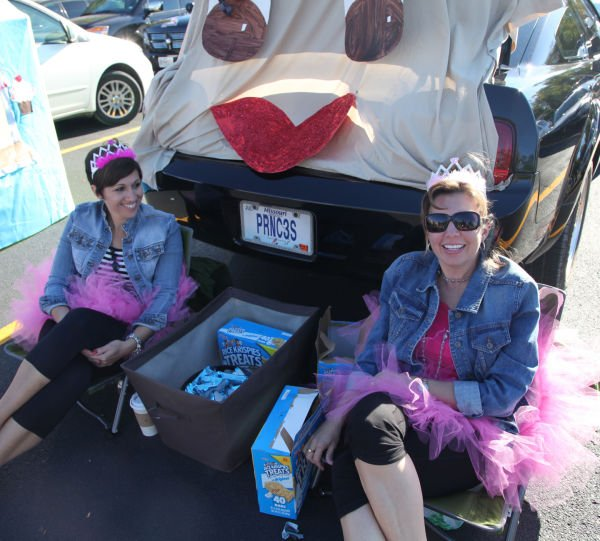 005 SFB grade school trunk or treat.jpg