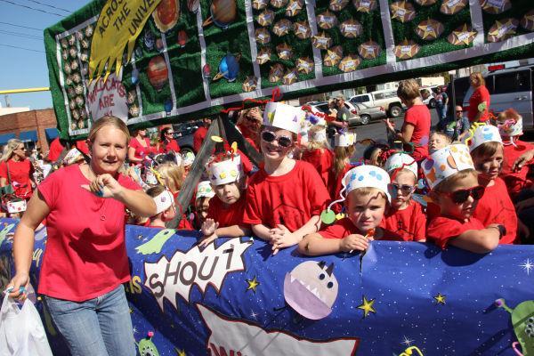 032 UHS Homecoming parade 2013.jpg