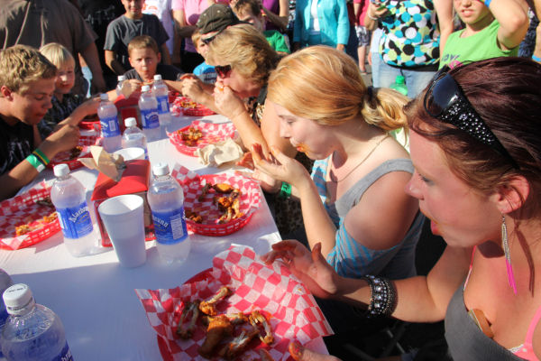 005 Hot Wings Eating Contest 2013.jpg