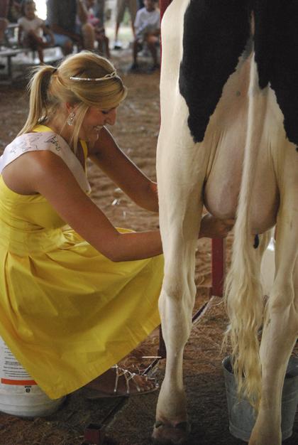 Milking Contest TC Fair 010.jpg
