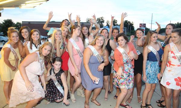 005 Fair Queens at Paradise.jpg