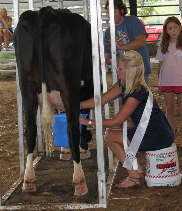 004 Milking Contest 2013.jpg