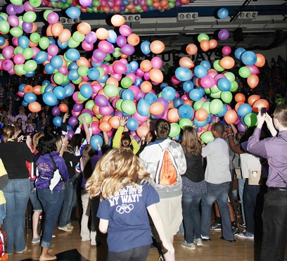 Balloons Mark End to Opening Session