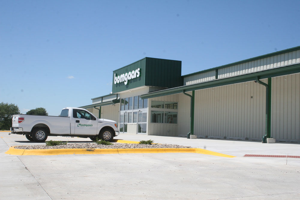 Bomgaars to start moving into new store july 27 news for Bomgaars