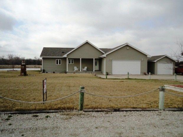 home of the week  36 pioneer lake  north bend