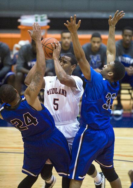 Men's basketball, Midland vs. York College, 12.18.14 ...