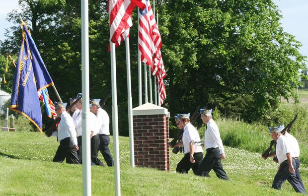 Elmwood residents hold Memorial Day ceremony