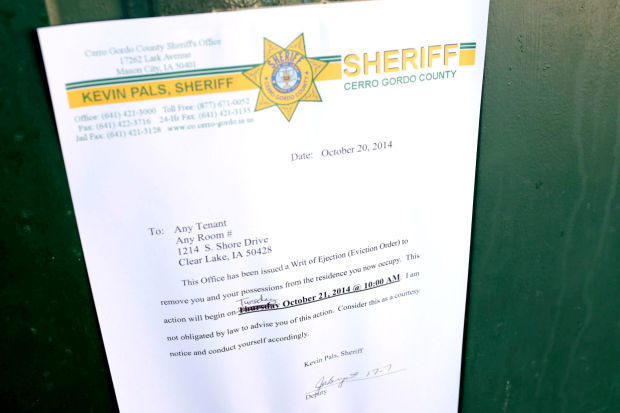 Silver Boot Residents Move Out As Deputies Watch Mason