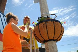 Britt Chamber, students cooperate on downtown planters