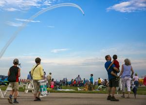 Thousands look to the skies during Fly Iowa