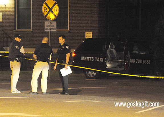 <p>Mount Vernon Police Chief Jerry Dodd talks with officers on scene at a shooting in downtown Mount Vernon on Monday night.</p>
