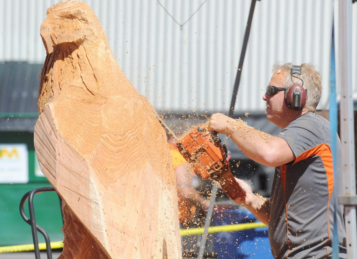 Loggerodeo chain saw carving competition gallery