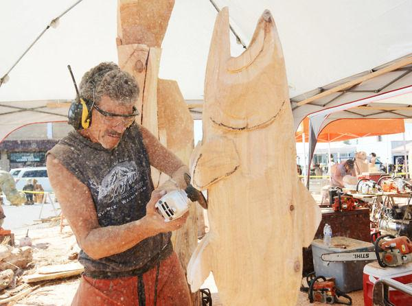Chain saw carving competition shows off creativity all
