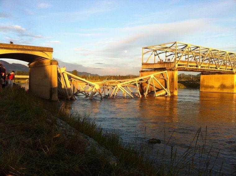 I-5 Skagit River Bridge collapses