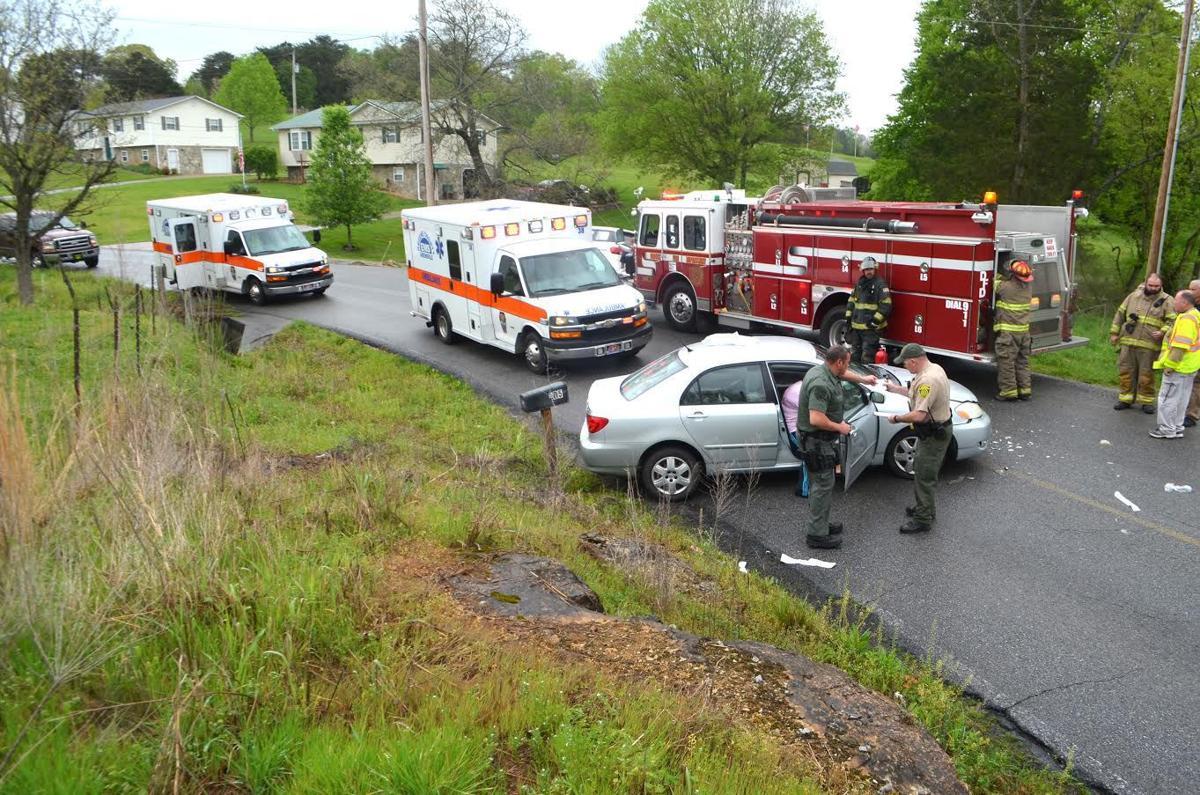vehicles collide on slick curve local news greenevillesun com debusk road crash