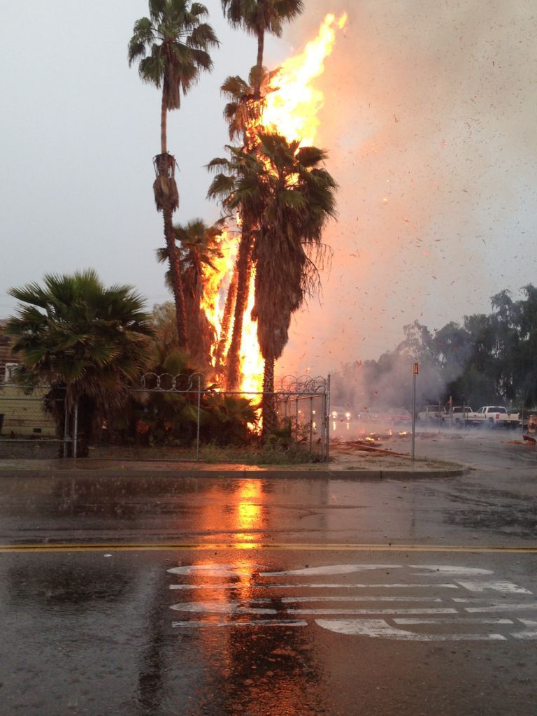 lightning starts fire in downtown hanford