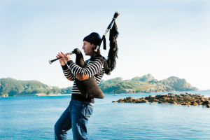 Bagpipe and recorder player Carlos Nunez coming to Helena