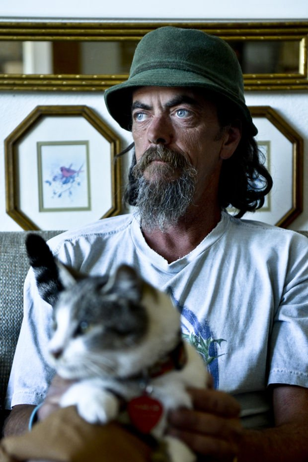 Rent To Own Cars >> Homeless man saves lost Oregon cat, will return her to owners after 10-month journey together