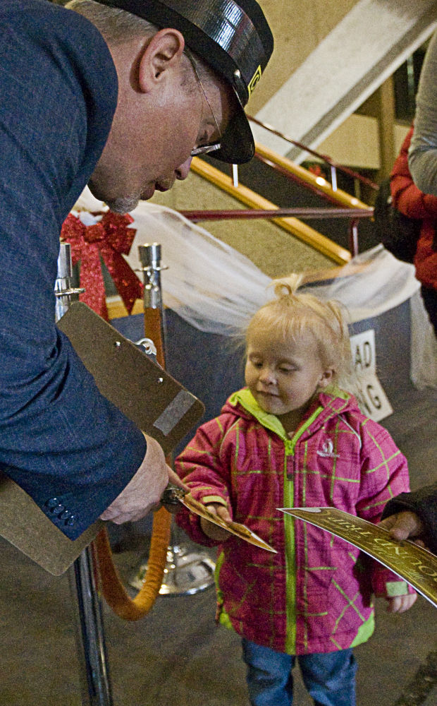PHOTOS: Moms group takes families to Polar Express : Gallery