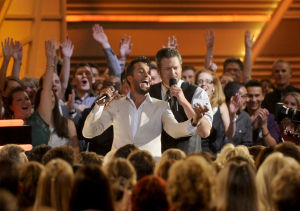 Slideshow: 6 things to remember about entertaining ACM Awards