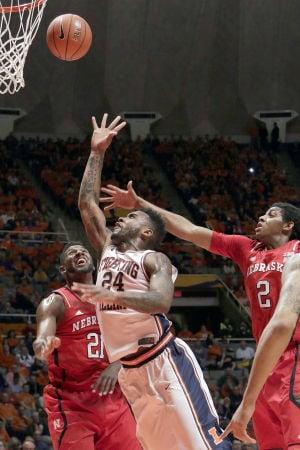 Illinois seniors shine in crucial win
