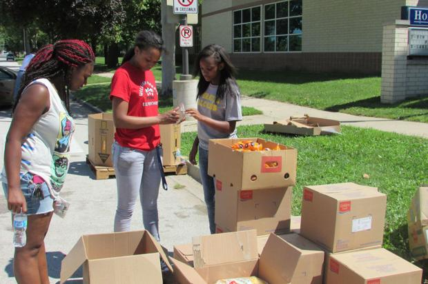 Students add to food distribution effort