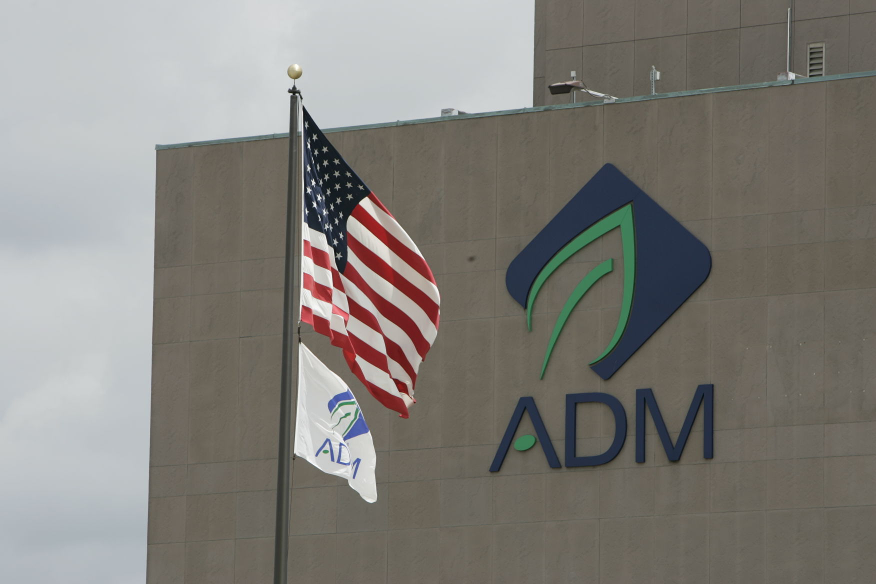 ADM profit falls on weak ethanol and grain margins