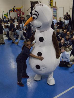 PHOTOS: French Academy Christmas Surprise