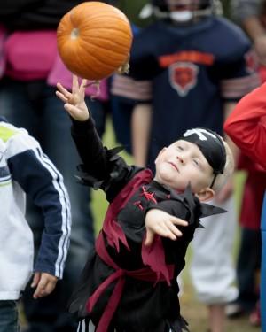 pumpkin play activities - pumpkin toss