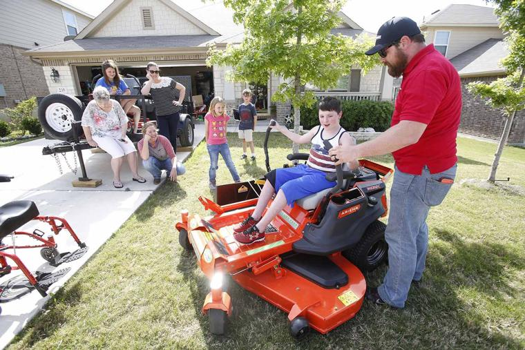 Carter Rides On Wish With Generous Gift Herald Zeitung
