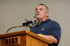 WORDS TO WIN BY: Rudy Ruettiger speaks to youth football ...