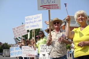 <p>Water rally at Klamath Falls courthouse</p>