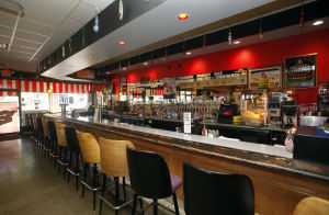 Restaurant review: At friendly Mid Town Pub, everybody wants to know your name