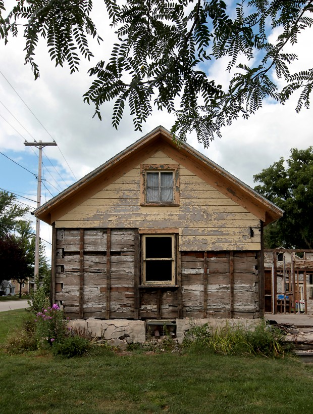 On wisconsin log cabin turning heads in watertown wsj for Wisconsin log cabin