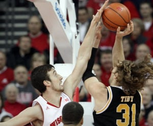 Badgers men's basketball: Frank Kaminsky misses practice with right foot injury