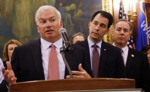Scott Walker, legislative leaders drop open records changes