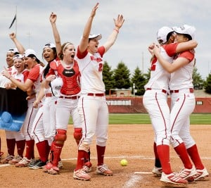 Coaching chemistry fuels Badgers' NCAA softball tournament run