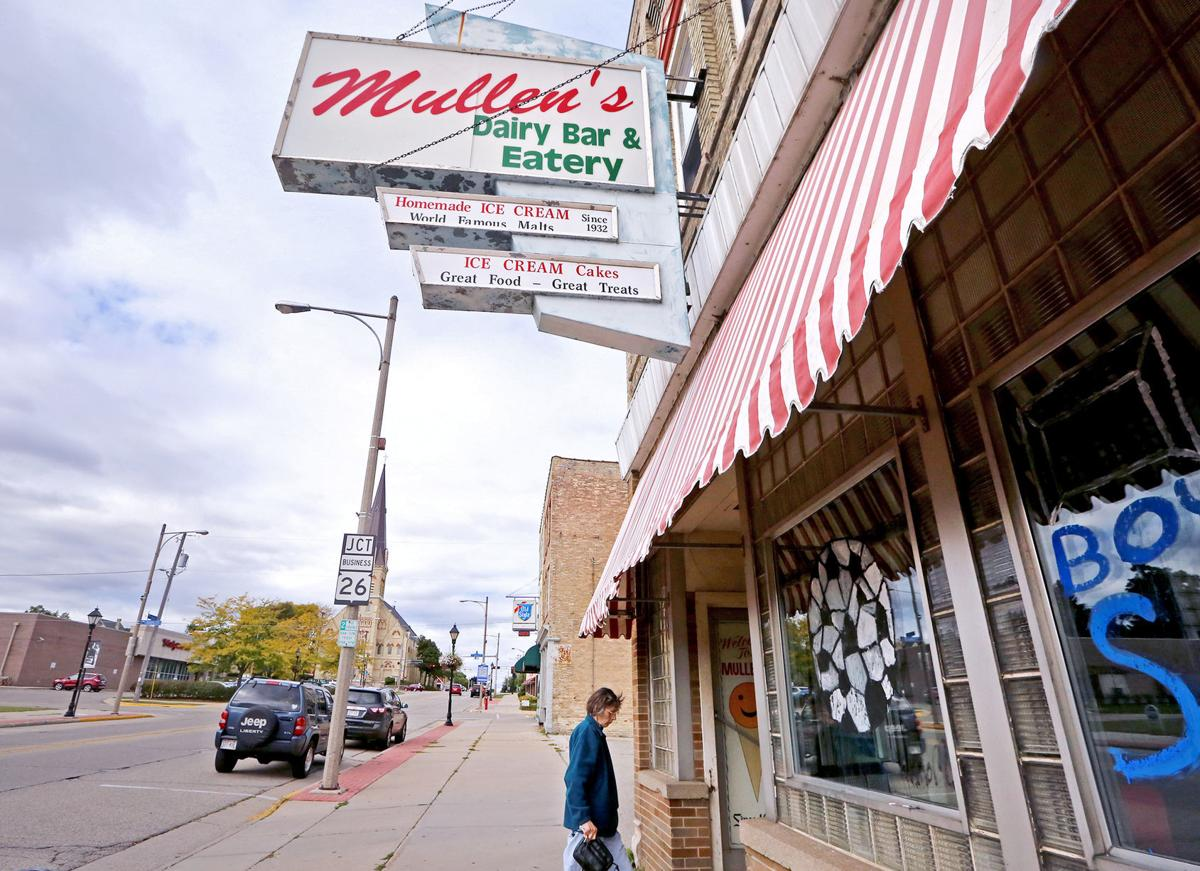 On wisconsin feud closes mullen 39 s dairy bar in watertown for Table 52 chicago closing