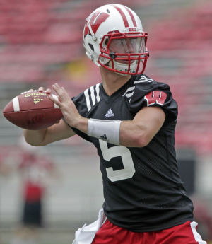 Badgers football: Tanner McEvoy doesn't worry about taking quarterback reins in opener