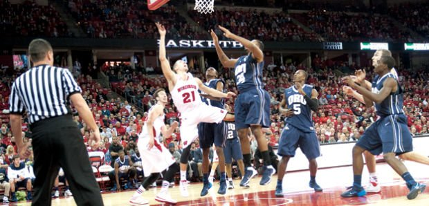 Men's Basketball: Badgers stay perfect in Bo Ryan's 300th win