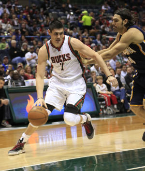 Video: Ersan Ilyasova's 34 points lead Bucks over Pacers