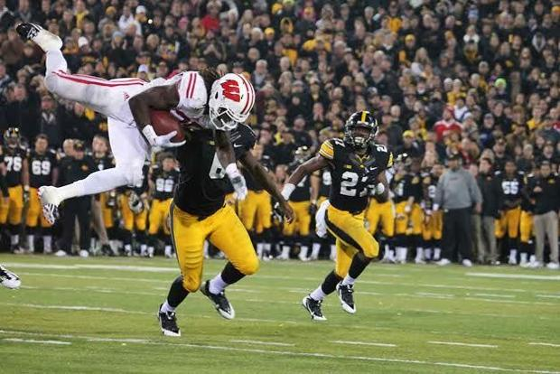 Badgers hang on against Iowa, 26-24