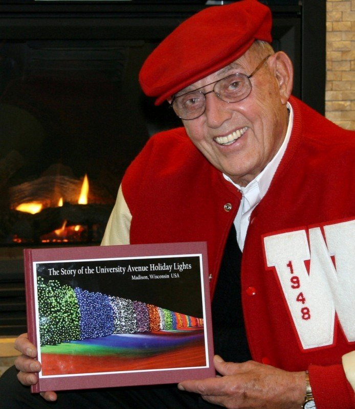 University Avenue Holiday Lights In >> Jack Kammer, provider of colorful University Avenue holiday lights, dies at 83   Local News ...
