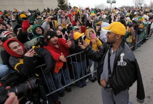 Thousands cheer Packers' triumphant return to Green Bay