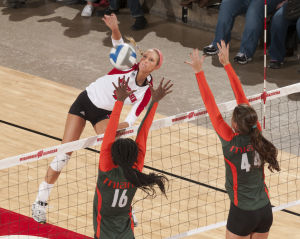 Badgers volleyball: Freshman Kelli Bates provides spark in sweep of Miami