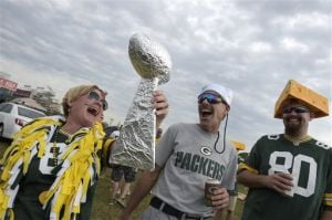Photos: Packers fans share their Christmas presence in Tampa