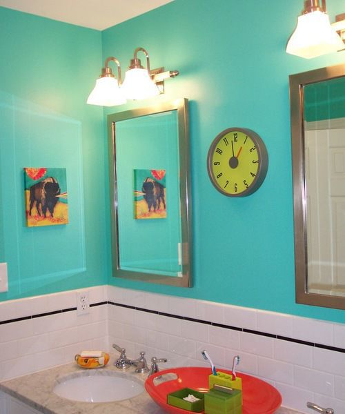 Using Bold Colors In The Bathroom: Four Ways To Use Color In A Bathroom